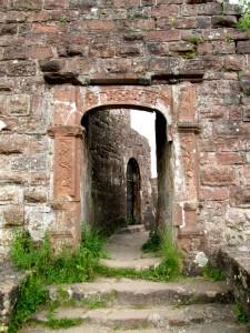 Portail Renaissance aménagé dans la muraille du XIIIe siècle